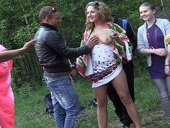 Los estudiantes rusos organizaron una orgía en el bosque