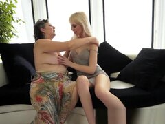 Abuela gorda con lesbianas adolescente,