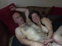 Marido esposa anal follando gordita. Marido filmado follando a su esposa gordita anal en medias de red