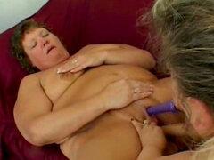 Escena de sexo lésbico de tres grandes mujeres