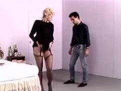 Rubia pidiendo jizz explosión, una verdadera fiesta para todos los fans de películas de sexo vintage! Una enorme colección de los mejores clips porno clásico con las más grandes estrellas de la época dorada del porno