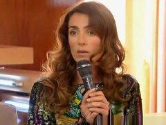 Bragas en tv, chica sin bragas en tv no muestran su culo