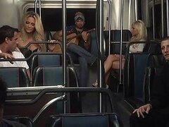 Escena de sexo obsceno en el autobús de medianoche