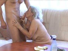 La abuela consigue polvo abajo
