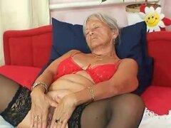 Abuela fea Cecilie juguetes coño peludo