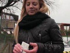 Cherie amateur follada y boca para una parte de dinero en efectivo, Real amateur rubia Europea Cherie convencido que su arranque jodido y boca cum para una parte de dinero en efectivo
