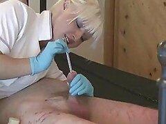 Esta dominatrix adora el sadomasoquismo y atar a hombres para torturarlos