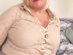 Abuela tetona EuropeMature Lacey ha mojado coño