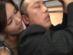 Asami Yoshikawa recoge a un pasajero de tren - fd1965-