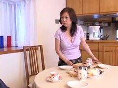 Madre japonesa 35, japonesa madura tiene marido wuth de sexo después de hijastro