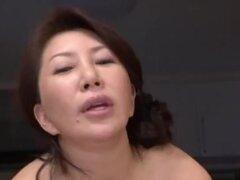 Wako Anto maduras asiáticas chica caliente en posición 69, chica asiática madura caliente Wako Anto disfruta mostrando en fotos upskirt de sus golosinas finas. Ella traga la polla de su amigo y consigue una cogida tetas una vez que se haya calentado. Se m