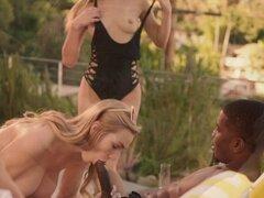Kendra Sunderland obsesión Interracial parte 2. No hace falta mucho para las chicas a conocer y esto conduce a los tres a la habitación