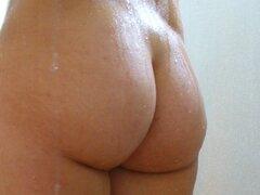 gran culo en la ducha, Big ass latina en la ducha