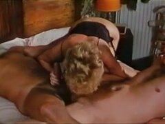 Grupo follando y tratamientos faciales en un vídeo porno francés. Los videos porno vintage francés muestra escenas de sexo en grupo en el que chicas calientes follan y recibir semen en la cara.