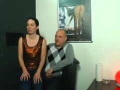 De pareja follando en video antes de una sexy cum explosión. Pareja madura follando en video de como consiguen casted. Ella chupa su polla llenada de esperma hasta que él explosiones su semen sobre su cara.