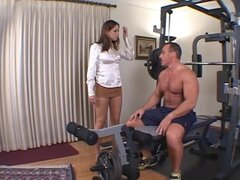 ARey follar Haley Paige en el gimnasio