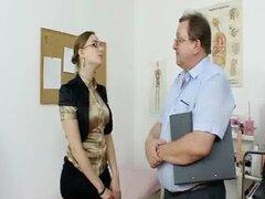 Chica gordita amateur con gafas digitado de gyno MD