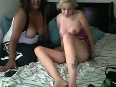 Una escena lesbiana caliente en un vídeo casero