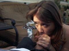 Cutie en una falda plisada mamando dick y recibiendo follada - Ryan Madison, Bella Aurora