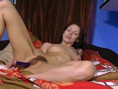 Mujer peluda Arina amansa su deseo de mañana