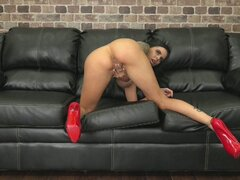 Falso chick titty Brandy Aniston follando vivo y vigorosos - Barry Scott, Brandy Aniston