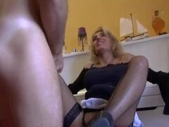 Milf francesa quiere sexo duro para su coño hambriento