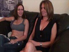 MAMÁ y no su hija con el pie (por tm)