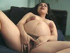 Cachonda jovencita embarazada y peluda es follada fuerte por una verga dura