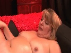 Follada gorda lesbiana madura consigue su puño de hambre snatch