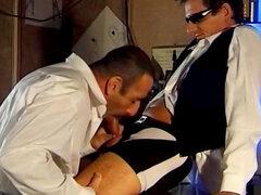 Andre chupa polla pequeña de seductor Emilio