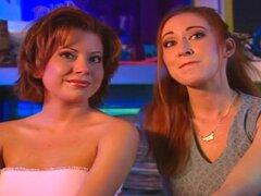 """Lesbianas reacias son la mejor clase de lickers caja, Juliette y Keri Windsor son la mejor clase de lesbianas. Son lo que llamamos """"reluctant lesbianas. """" cuando ves a dos chicas lamiendo coños del otro, lo único que puede hacer más es saber q"""