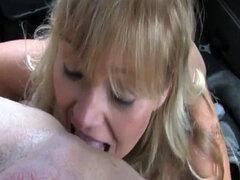 Bigtitted milf beso negro antes de follar taxista
