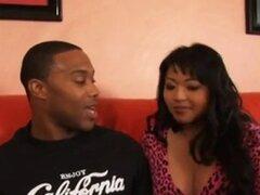 Asian Mom intenta hija 039; s novio negro polla