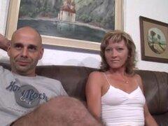 Alemán MILF en medias obtiene jodido, ramera rubia alemana MILF en medias obtiene su coño machacado en este trío MILF ensortijado video y ella lo ama.