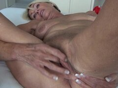 Abuela alemana sexy masturbandose