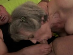 Abuela peluda madura con tetas grandes follada por chico