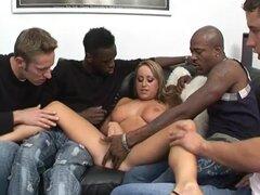 Natalie Heck Ganbanged por 4 chicos