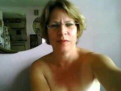 Es la primera vez Maduritas tetas y culo en webcam, enormes tetas blanco pálidos y un culo apretado de blanco pálido hacen su primera aparición en webcam, a finales de la edad de 56. La puta madura, Lee lo que su pareja sexual tipos a ella con la ayuda de