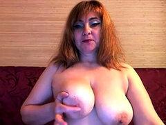 milf mostrando grandes tetas y culo en webcam