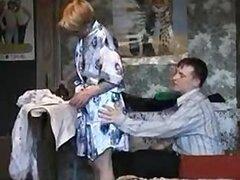 Madre rusa obtiene golpeó duro en casa