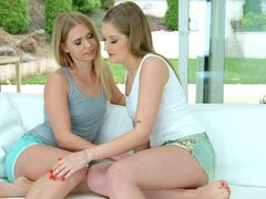 Lesbianas Tiffany Tatum y Violette rosa chupando de otros pendejos - Tiffany Tatum, Violette rosa