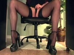 Compilación de una secretaria se masturba con una vista de escritorio