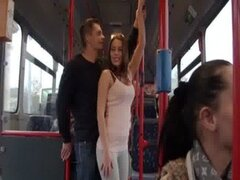 Follando a una teen en autobús público Bonnie Shaiww 1