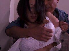 Busty chick japonesa Asuka se la follan por detrás en público