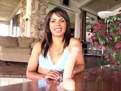 Increíble pornostar Michelle Banks en exótica softcore, películas porno de masturbación. Mischa Mckinnon no incomodan que se desnudó para esta escena, pero esa sonrisa sexy y una visión de su escote sexy fue suficiente para mantenernos satisfechos. Mischa