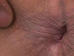 Beso negro sexy para chica japonesa durante gruesa bang