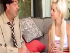 Porrista hermosa rubia enculada duro por su novio sexo rico con jovencita golosa tetona