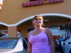 Breasty pelirroja no profesionales se recoge en el centro comercial,