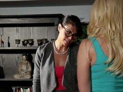 Loco estrellas porno Dana Vespoli, Anikka Albrite en fabulosas estrellas porno, pelicula xxx de digitación,