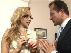 Secretaria cachonda anhela para una gran carga de polla monstruo rígido - Aleska Diamond, George Uhl